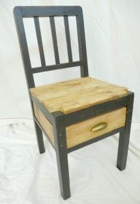Chaise relookée industrielle