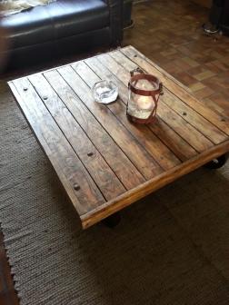 Table basse industrielle roues métal