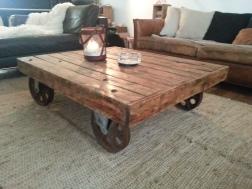 table basse industrielle palette roues métal loft